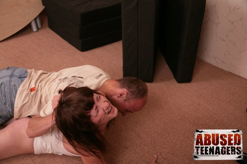Full lenght HD movies of abused teenagers!: www.forcedsexfhgs.com/abusedteenagers/freepictures/0005/free/90a52954